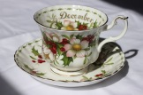"Royal Albert Flowers of the Month Series ""Christmas Rose"" - Montrose shape"