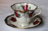 Queen Anne - fluted cup - red roses (1950s)