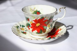 "Royal Albert ""Yuletide"" - Montrose shape (1970s)"